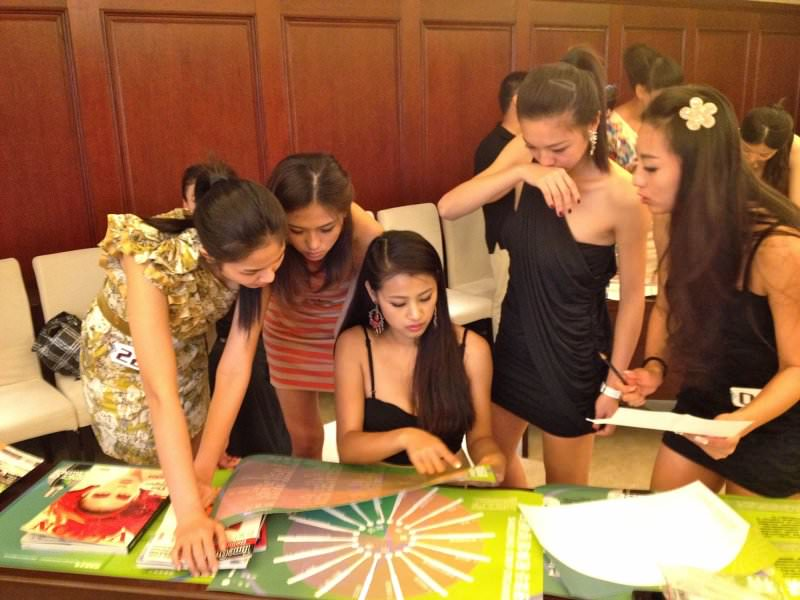 Delegates choosing their scents for their perfume during the team bonding activity by Orangeworks.