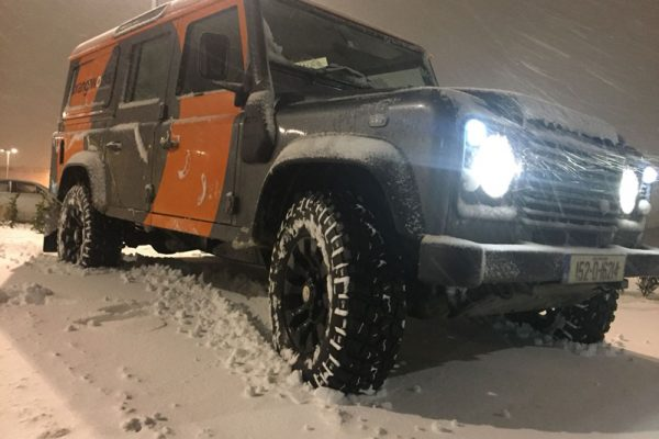 4x4 Driver Training-Orangeworks Land Rover Defender in the snow at night