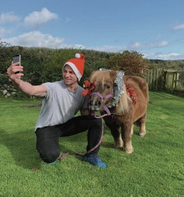 Delegate and his horse taking a selfie for Orangeworks virtual team building game, Blockbusters On Location.